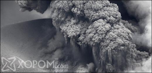 Японы Кюшю арал дээрх Simmoe галт уулын дэлбэрэлт хотын гудамжийг үнсээр дүүргэжээ [11 зураг]