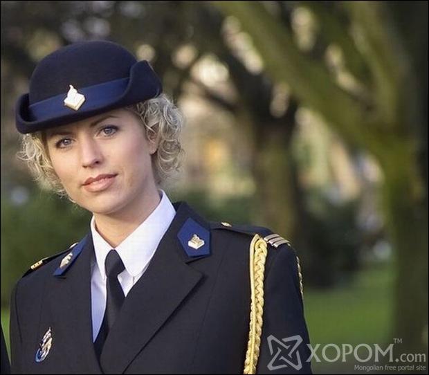 Дэлхийн янз бүрийн улс орнуудын цэрэг цагдаагийн албаны бүсгүйчүүд