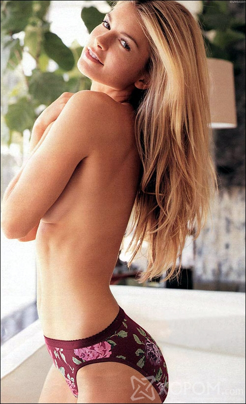 Frankly naked and sexy on the photo Marisa Miller.